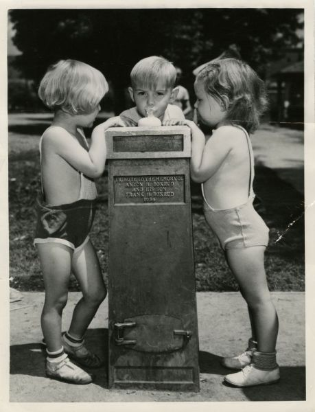 Children-at-drinking-fountain