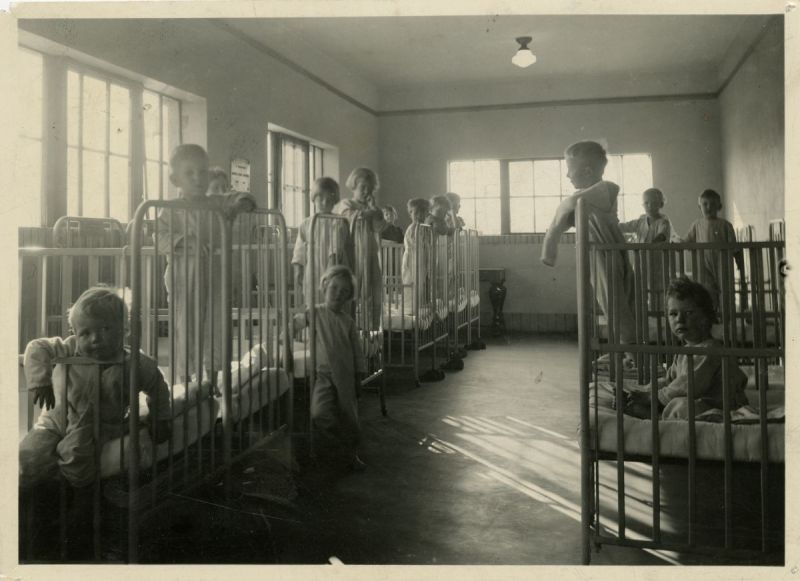 Children-in-cribs